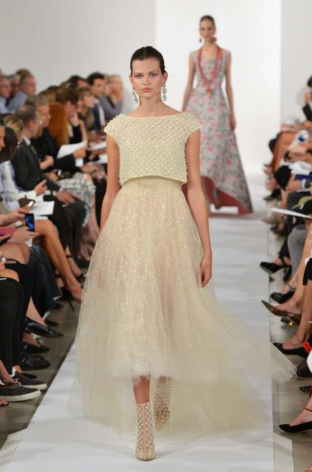 A model walks the runway at the Oscar De La Renta fashion show. Photo: Slaven Vlasic, Getty Images