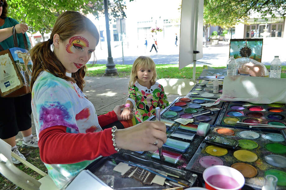 Arts & Crafts on Bedford returns to downtown Stamford on Saturday and Sunday, Sept. 21 and 22 Photo: Shelley Cryan / Shelley Cryan freelance; Stamford Advocate freelance