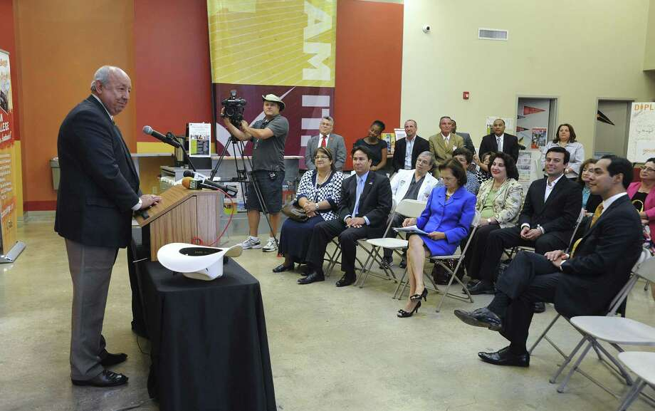 Juan Andrade Jr., United States Hispanic Leadership Institute president, addresses a news conference at Café College to discuss the meeting at Lanier High School. Photo: Billy Calzada / San Antonio Express-News