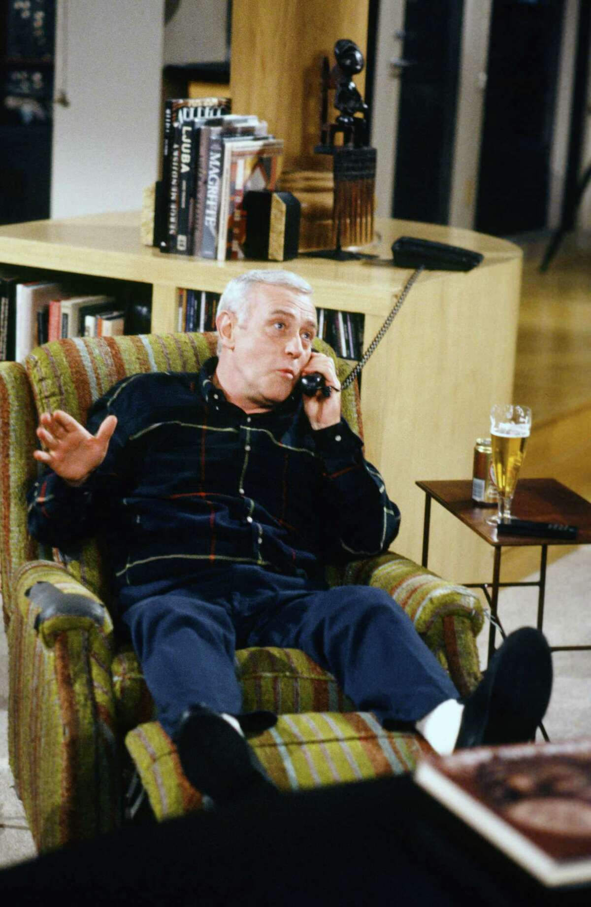 """John Mahoney, who played Martin Crane on """"Frasier,"""" has died at the age of 77"""