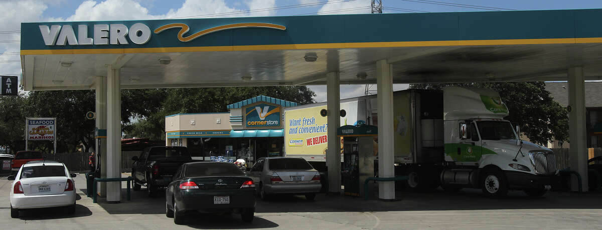 This Valero Corner Store on the 10,400 block of Huebner Road was robbed early Thursday by two men using hanguns. The robbery took place shortly after midnight and a man who police say was trying to stop them was shot and killed. Police say the suspects ended up at the nearby Chisholm Trace Apartments where the man trying to stop them was shot.