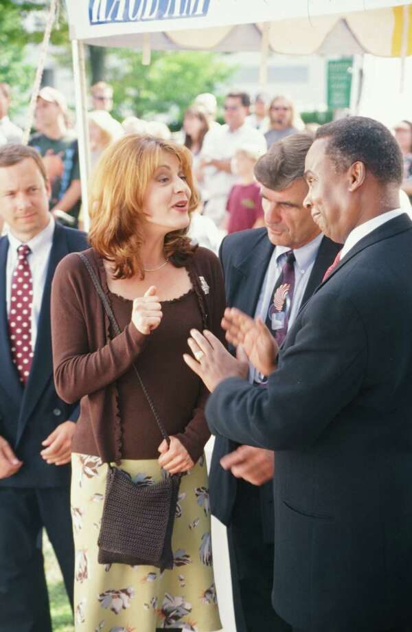 Jane Leeves as Daphne Moon, meeting actual Seattle Mayor Norm Rice. Photo: Alice S. Hall, - / © NBC Universal, Inc.