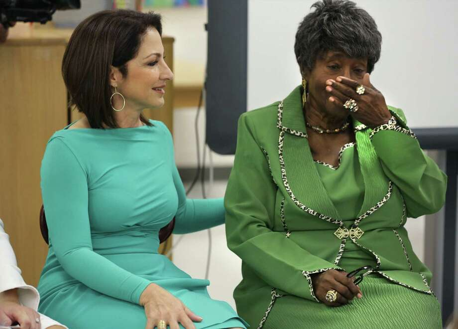 A reader praises the recent story about the reunion between singer Gloria Estefan (left) and her first-grade teacher, Dorothy Collins, who became emotional during their meeting at Winston Elementary School. Photo: Bob Owen / San Antonio Express-News