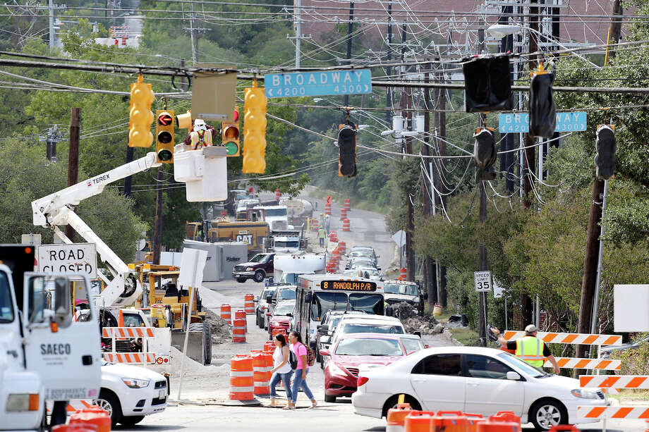 A view of construction at the intersection of Broadway and Hildebrand Avenue Thursday Sep. 12, 2013. Photo: Edward A. Ornelas, San Antonio Express-News / © 2013San Antonio Express-News