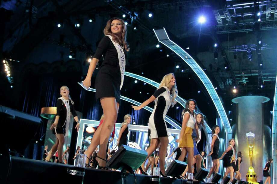 Miss America Contestants attends 2014 Miss America News Competition - Preliminary Round 3 at Atlantic City Boardwalk Hall on September 12, 2013 in Atlantic City, New Jersey. Photo: Donald Kravitz, Getty Images / 2013 Donald Kravitz