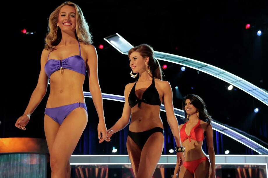 Miss America Contestants in swimsuits attends 2014 Miss America News Competition - Preliminary Round 3 at Atlantic City Boardwalk Hall on September 12, 2013 in Atlantic City, New Jersey. Photo: Donald Kravitz, Getty Images / 2013 Donald Kravitz