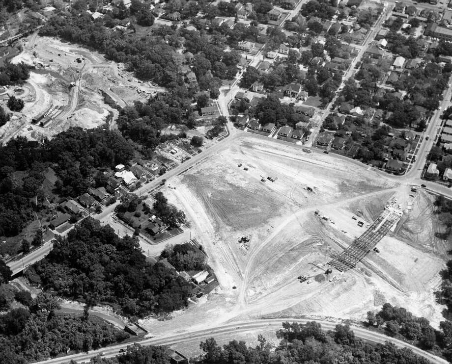 North Freeway looking northeast over White Oak Drive at bottom in 1959. Photo: Chronicle File