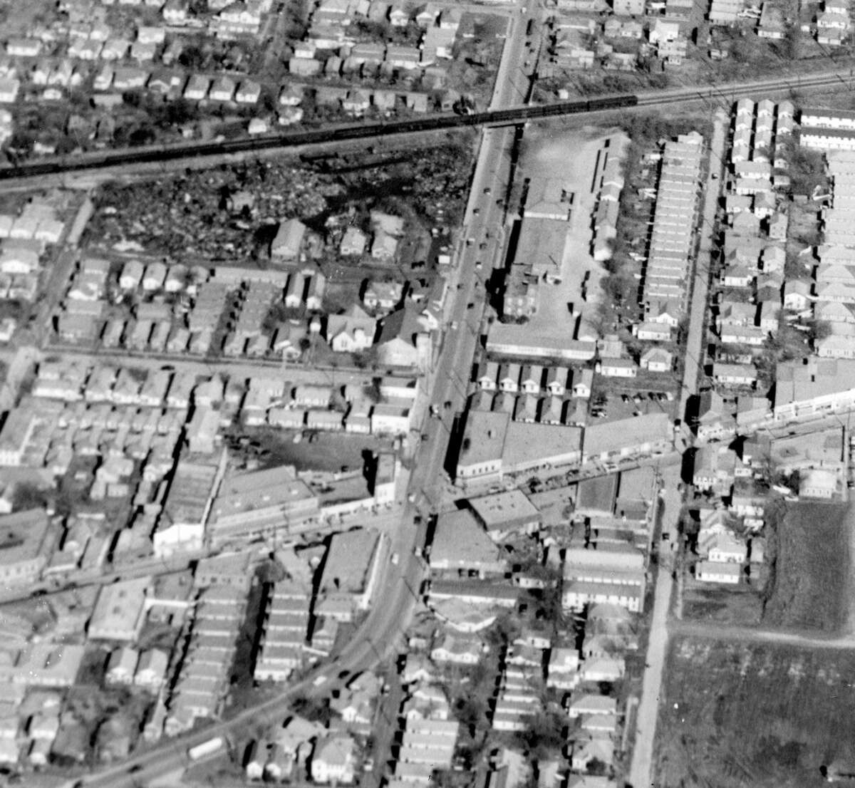Jensen at Lyons. Just of out view to the lower left is Hill Street and Lyons.