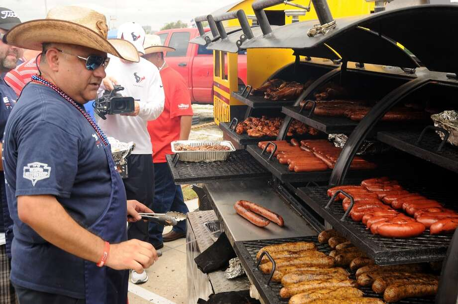 When trading grilled foods with fellow tailgaters, always use the following conversion chart to ensure fairness: 2 hot dogs = 1 cheeseburger = 1 brat = 3 slices of brisket (or 1 if sauce is homemade). Photo: Chronicle File Photo