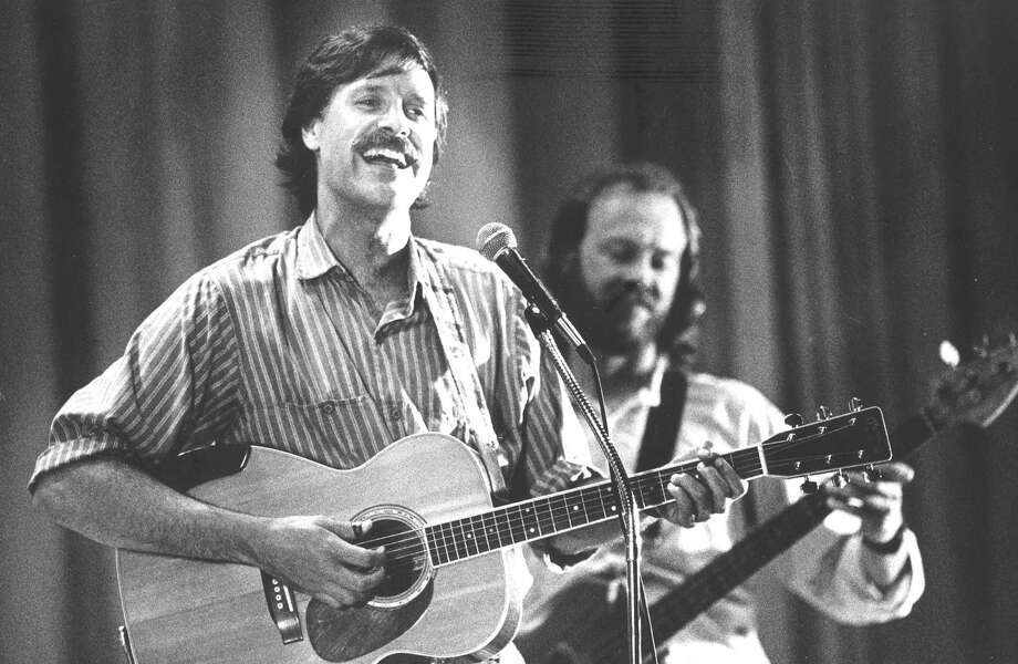 Tom Chapin sings during a world hunger benefit mini-concert at Stillmeadow School in September 1988. His brother Steve Chapin is behind him. Photo: Advocate