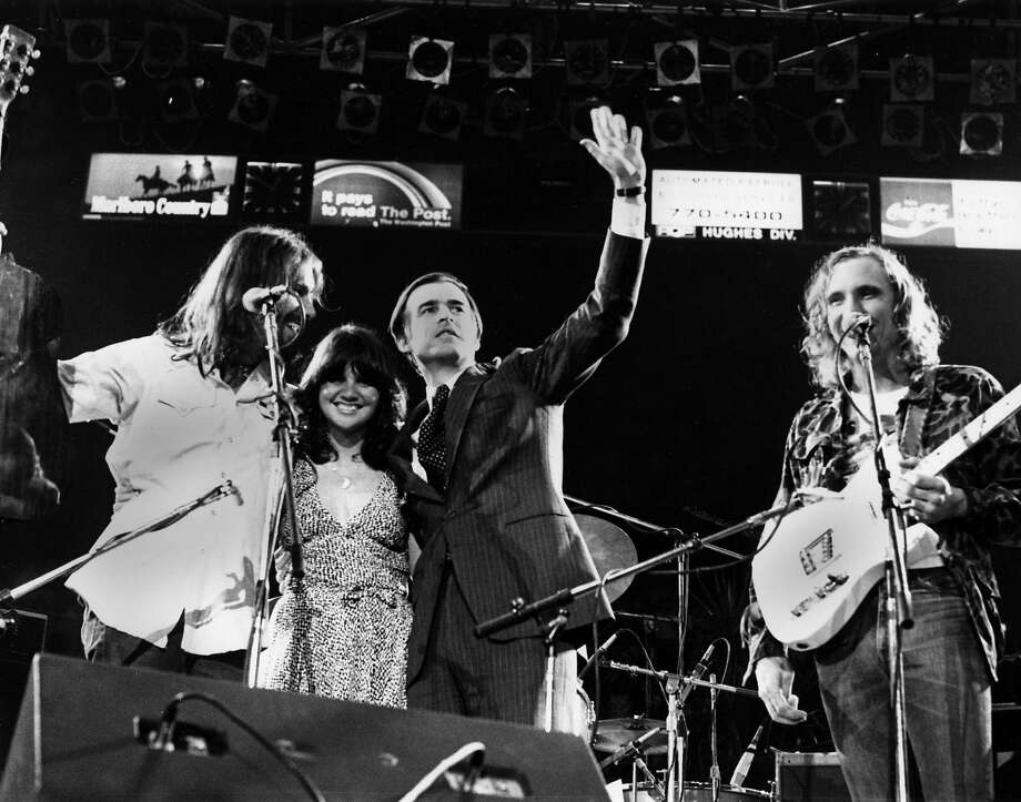 L-R Don Felder, Linda Ronstadt, Governor of California Jerry Brown and Joe Walsh on stage on May 14 1976  (Photo by Richard E. Aaron/Redferns) Photo: Richard E. Aaron