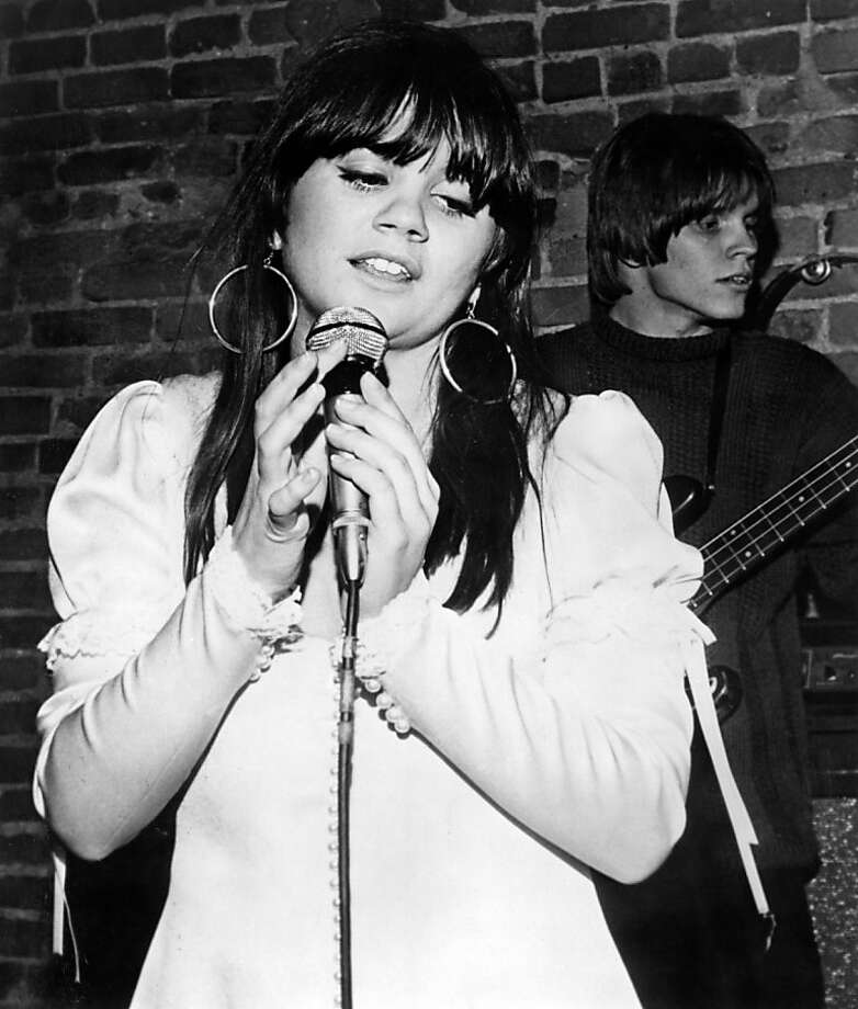Linda Ronstad performing on stage with the Stone Poneys  (Photo by Charlie Gillett/Redferns) Photo: Charlie Gillett Collection