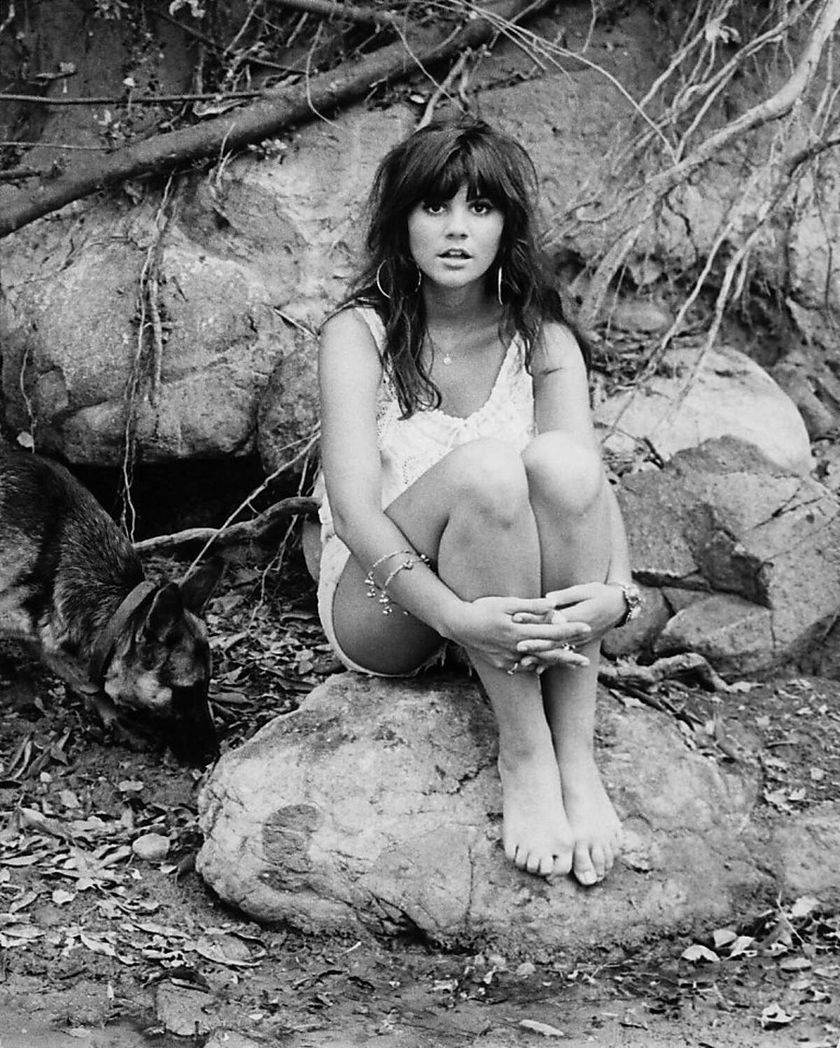 Singer Linda Ronstadt poses for a portrait for her first solo album 'Hand Sown ... Home Grown' on March 1, 1968 in Topanga, California. (Photo by Ed Caraeff/Getty Images)