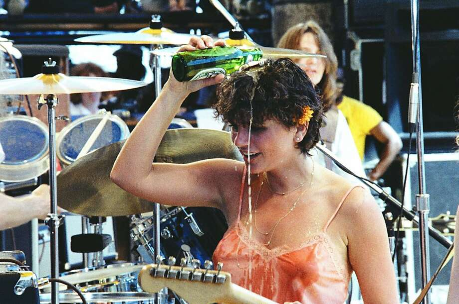 Linda Ronstadt performs live at The Oakland Coliseum in 1977 in Berkeley, California. (Photo by Richard McCaffrey/ Michael Ochs Archive/ Getty Images) Photo: Richard McCaffrey