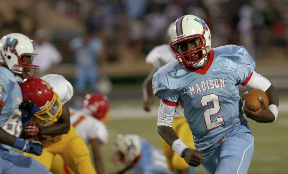 Madison's Cameron Davis #2 rushes for a 24-yard touchdown against Yates. Photo: Thomas B. Shea, For The Chronicle / © 2013 Thomas B. Shea