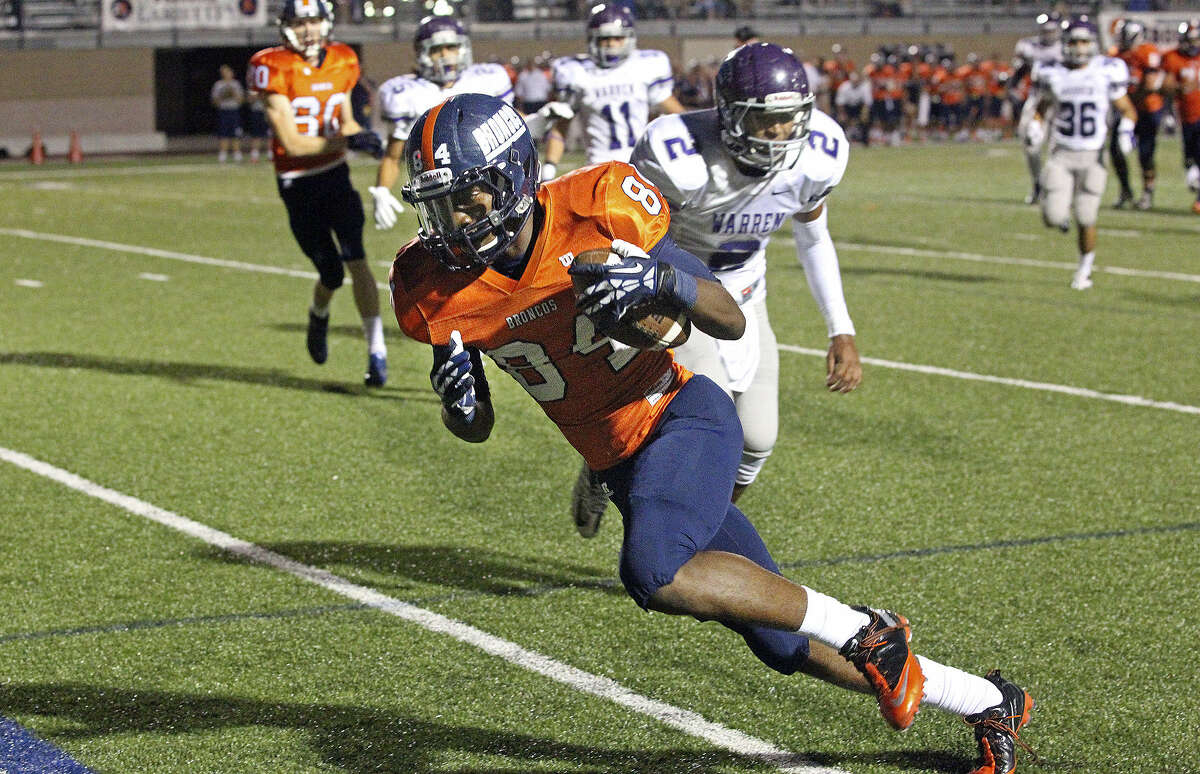 Brandeis receiver Larry Stephens heads into the end zone on a 15-yard catch in the second quarter to break a scoreless tie.