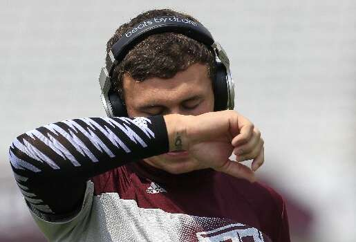 Texas A&M quarterback Johnny Manziel warms up before facing Alabama. Photo: Cody Duty, Houston Chronicle