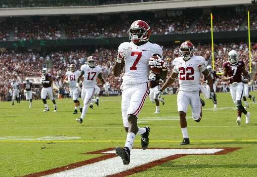 Alabama receiver Kenny Bell scores a touchdown against the Aggies. Photo: Cody Duty, Houston Chronicle
