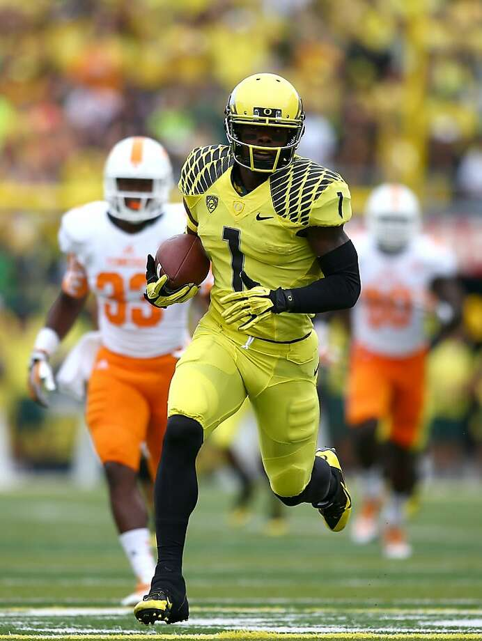 Oregon's Josh Huff scores a touchdown, part of his six-catch, 125-yard day against Tennessee. Photo: Jonathan Ferrey, Getty Images