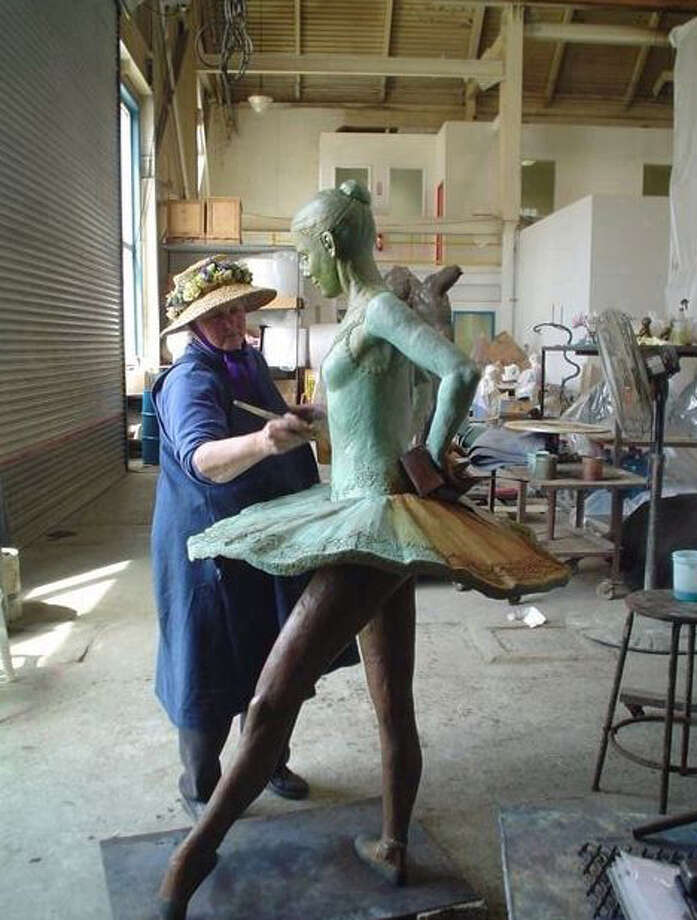 Sterett-Gittings Kelsey works on her Balanchine s Dancer sculpture. Photo: Greenwich Time