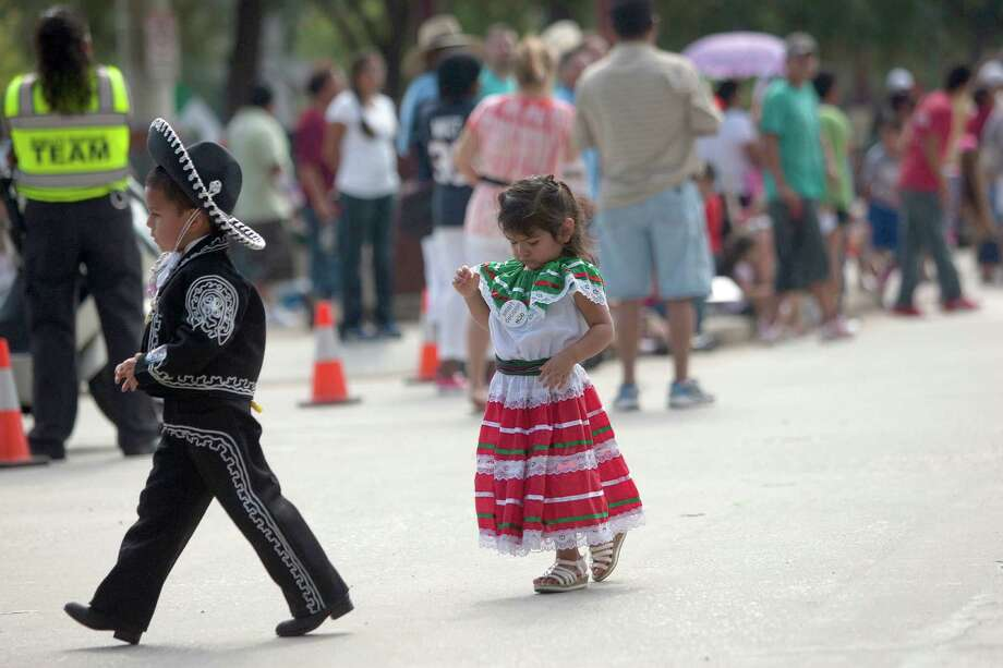 Jayden Chavez, 5, left, and Nikira Avalos, 2, dressed up for the 45th annual Fiestas Patrias International Parade. Photo: Johnny Hanson, Houston Chronicle / Houston Chronicle