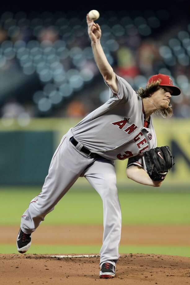 Jered Weaver #36 of the Angels throws against the Astros. Photo: Bob Levey, Getty Images