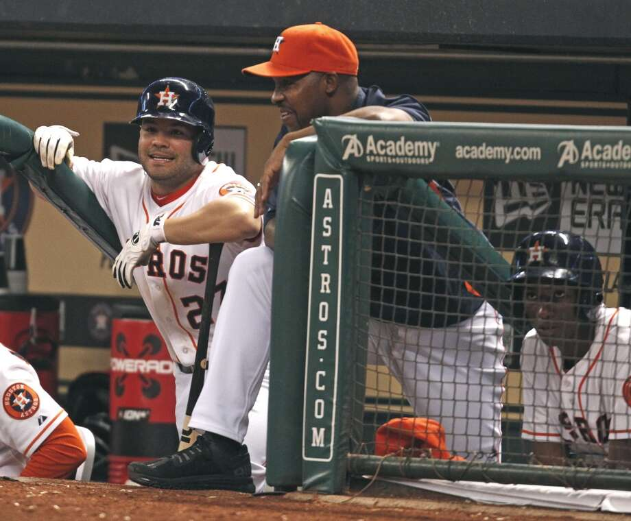 Jose Altuve, left, and manager Bo Porter talk in the dugout. Photo: Eric Christian Smith, Associated Press
