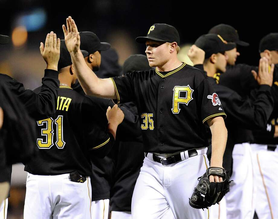 Mark Melancon celebrates with teammates after the Pirates moved into a tie for the NL Central lead. Photo: Joe Sargent / Getty Images
