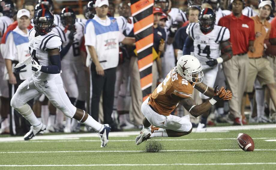 Texas' Kendall Sanders (02) is unable to make a catch against Ole Miss in the second half in Austin on Saturday, Sept. 14, 2013. Ole Miss defeats Texas, 44-23. (Kin Man Hui/San Antonio Express-News) Photo: Kin Man Hui, San Antonio Express-News