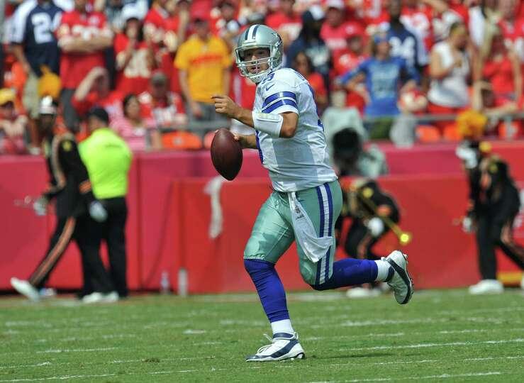 KANSAS CITY, MO - SEPTEMBER 15: Quarterback Tony Romo #9 of the Dallas Cowboys rolls to the outside