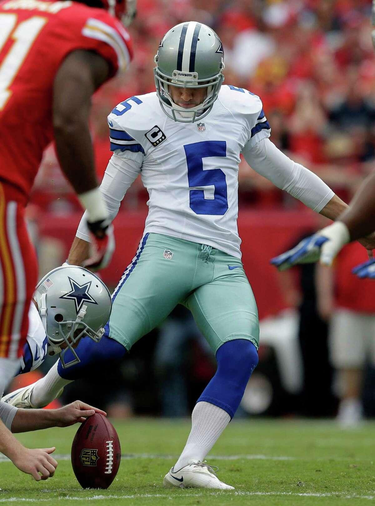 Dallas Cowboys kicker Dan Bailey (5) kicks a field goal during the first half of an NFL football game against the Kansas City Chiefs at Arrowhead Stadium in Kansas City, Mo., Sunday, Sept. 15, 2013. (AP Photo/Charlie Riedel)