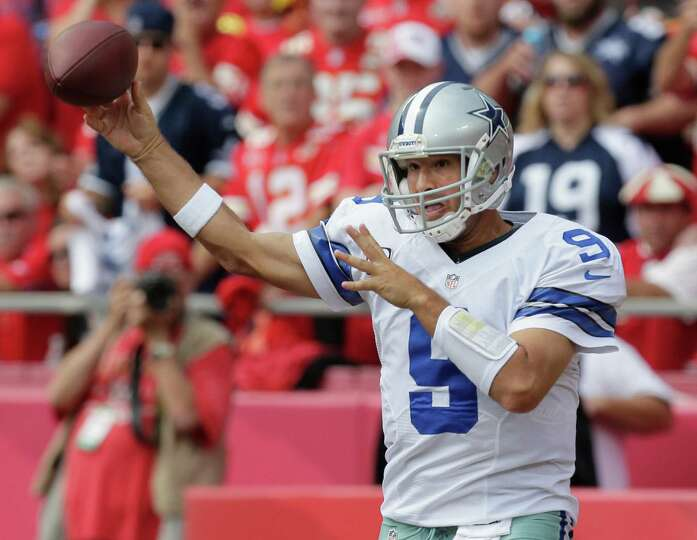 Dallas Cowboys quarterback Tony Romo (9) passes to a teammate during the first half of an NFL footba