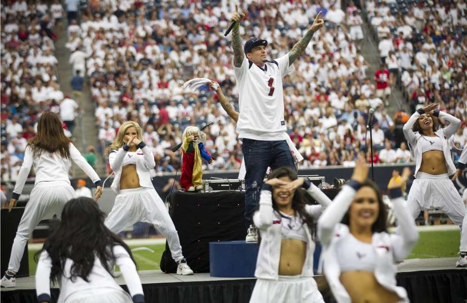 Vanilla Ice performs for fans at Reliant Stadium during halftime of the Texans matchup against the Titans. Photo: Karen Warren, Houston Chronicle