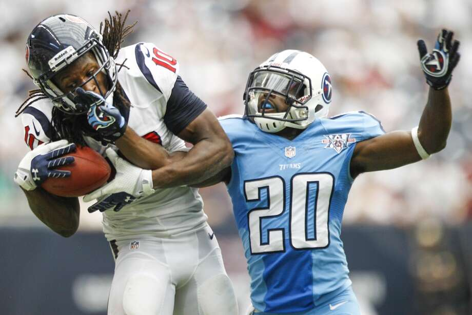 Texans wide receiver DeAndre Hopkins pulls down a reception as Titans cornerback Alterraun Verner defends. Photo: Brett Coomer, Houston Chronicle