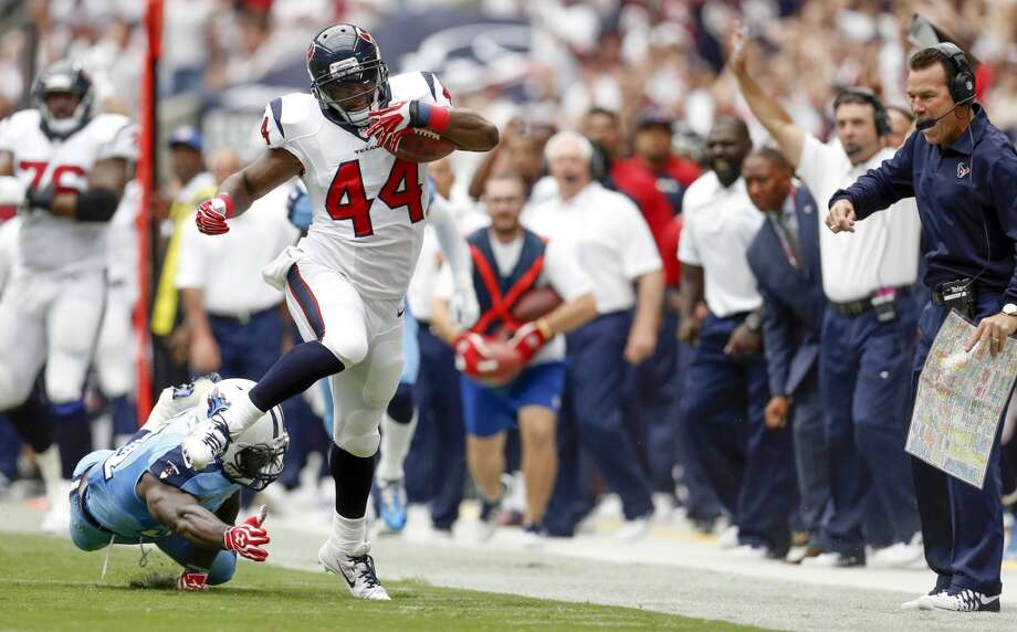 Texans running back Ben Tate gets past Titans strong safety Bernard Pollard during the first quarter. Photo: Karen Warren, Houston Chronicle