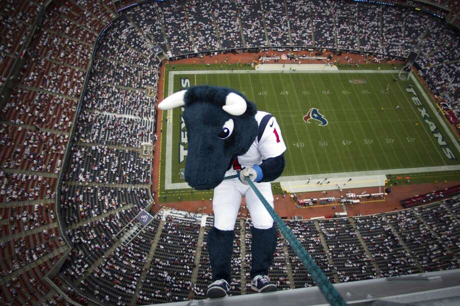 Texans mascot Toro prepares to rappel from the top of the stadium before the Texans season opener against the Tennessee Titans. Photo: Houston Chronicle