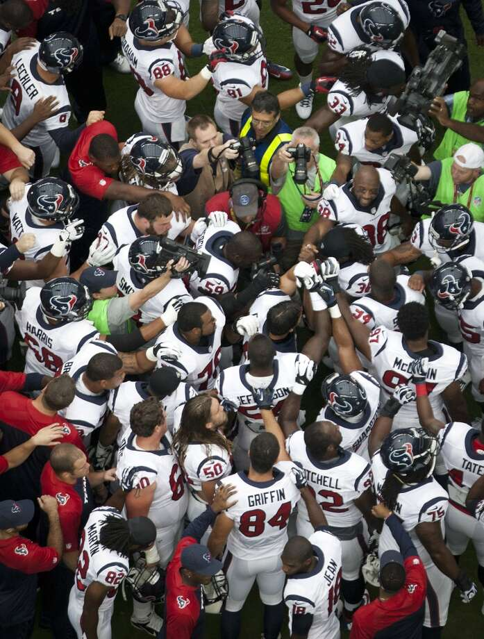 The Texans huddle before their home opener against the Titans. Photo: Houston Chronicle