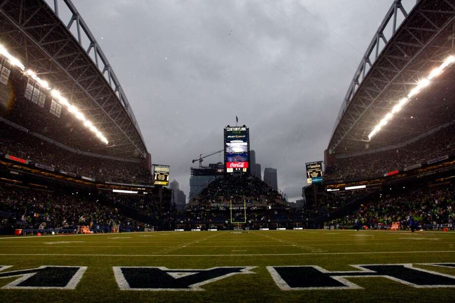 Rain falls to delay the game between the San Francisco 49ers and the Seattle Seahawks at Qwest Field on September 15, 2013 in Seattle, Washington.  (Photo by Jonathan Ferrey/Getty Images) Photo: Jonathan Ferrey, Getty Images