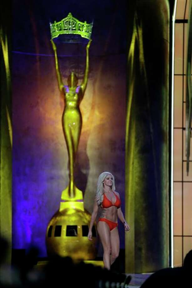 Miss Kansas Theresa Vail displays her swimsuit. Photo: Julio Cortez, AP / AP