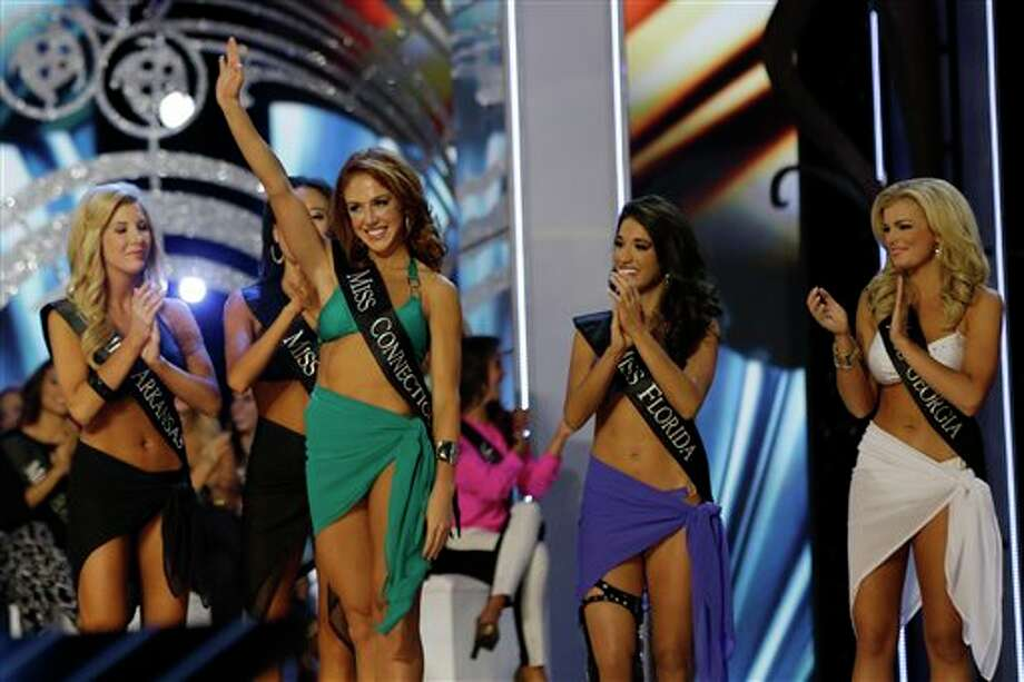Miss Connecticut Kaitlyn Tarpey waves. Photo: Mel Evans, AP / AP