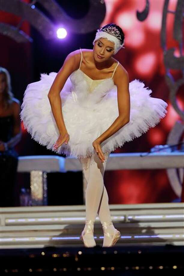 Miss California Crystal Lee performs. Photo: Mel Evans, AP / AP