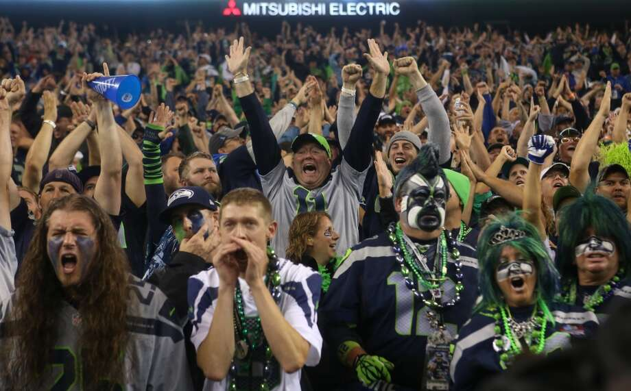 Seattle Seahawks fans scream as the San Francisco 49ers are called for offsides. Photo: JOSHUA TRUJILLO, SEATTLEPI.COM