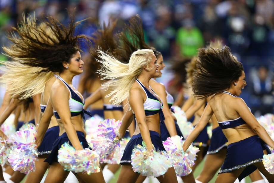 The Sea Gals dancers performs as the Seattle Seahawks and San Francisco 49ers. Photo: JOSHUA TRUJILLO, SEATTLEPI.COM