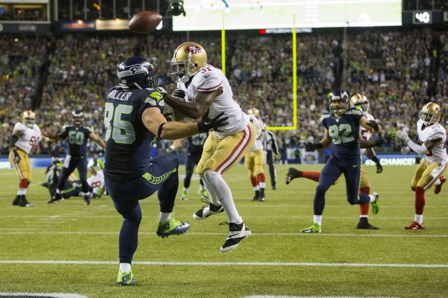 Zach Miller, left, of the Seahawks, fails to make an end zone catch during the first half. Photo: JORDAN STEAD, SEATTLEPI.COM