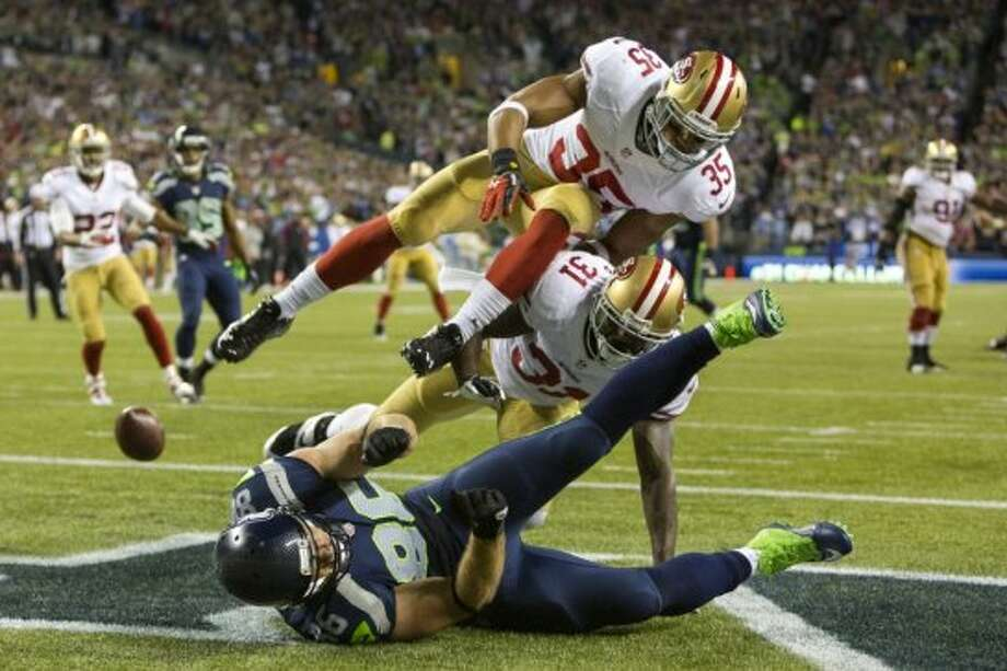 Zach Miller, bottom, of the Seahawks, fails to make an end zone catch during the first half. Photo: JORDAN STEAD, SEATTLEPI.COM