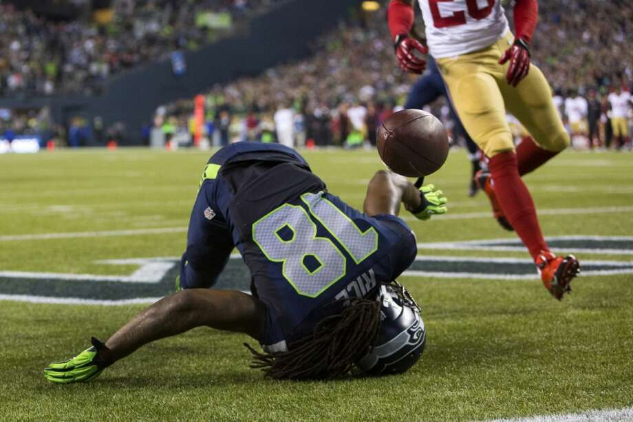 Seahawk Sidney Rice takes a head-first tumble in a failed attempt at a touchdown catch during the second half. Photo: JORDAN STEAD, SEATTLEPI.COM