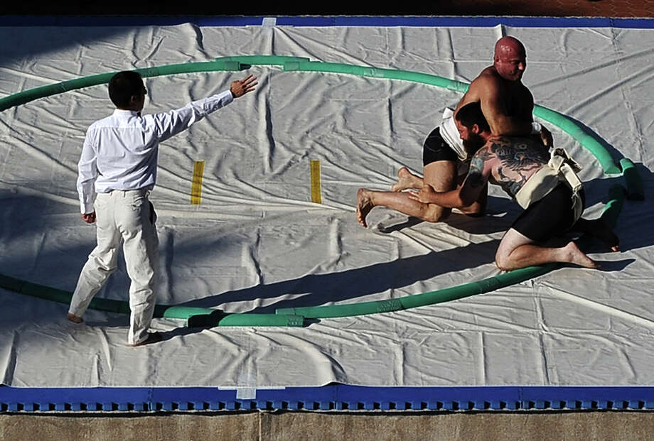 Robert Daniel beats Miguel del Gallego in the Men's Middleweight during the 13th US Sumo Open at the Japanese American Cultural & Community Center Plaza on September 15, 2013 in Los Angeles, California. Photo: Harry How, Getty Images / 2013 Getty Images