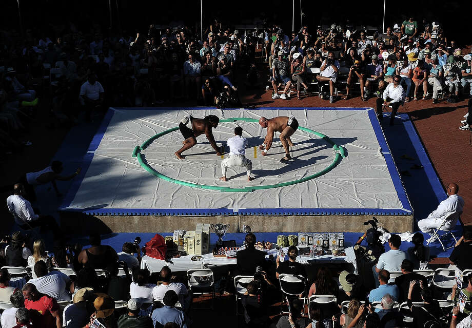 (R-L) Robert Daniel lines up against Atilla Charles in the Men's Middleweight during the 13th US Sumo Open at the Japanese American Cultural & Community Center Plaza on September 15, 2013 in Los Angeles, California. Photo: Harry How, Getty Images / 2013 Getty Images