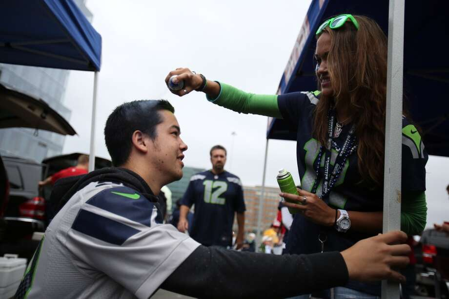 Seattle Seahawks fan Sue Verdier paints the hair of Michael Hoekendorf before the game. Photo: JOSHUA TRUJILLO, SEATTLEPI.COM