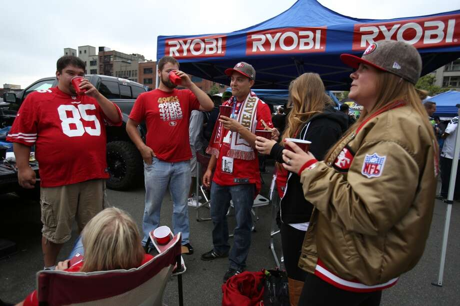 San Francisco 49ers fans gather in the North Lot. Photo: JOSHUA TRUJILLO, SEATTLEPI.COM